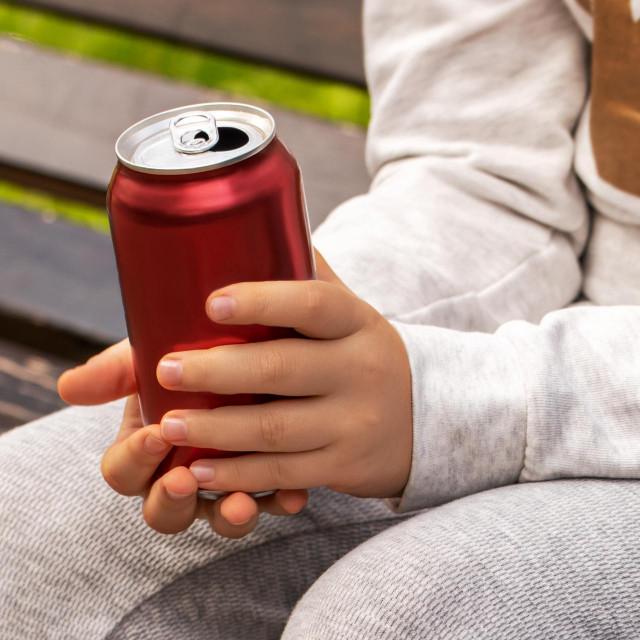 Više od četvrtine djece školske dobi u RH ima prekomjernu težinu, a 11,2 posto ih je pretilo. Tome pridonose i energetski napitci, koji utječu nakrvni tlak i bolesti srca