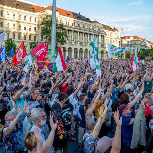 Glas naroda ne samo da je dopro do Orbana, nego je došao i d o Šangaja