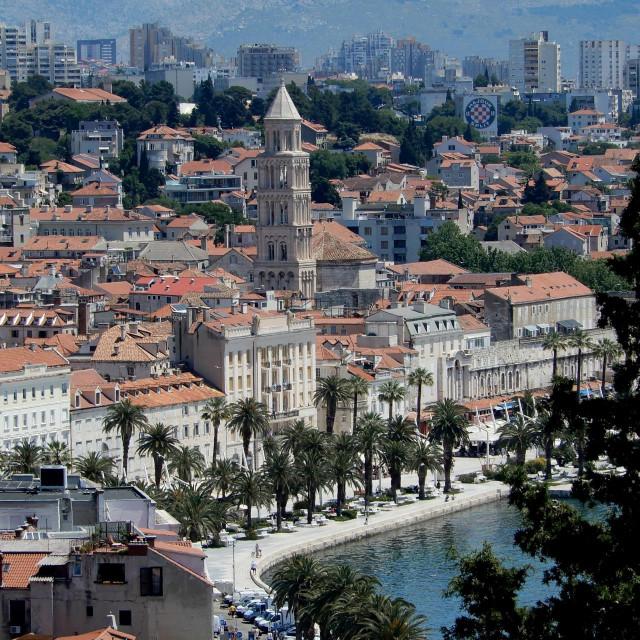 Split, 040621.<br /> Panorama Splita snimljena sa Prve vidilice na Marjanu.<br /> Na fotografiji: Riva<br />
