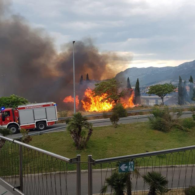 Požar preko puta trgovačkog centra
