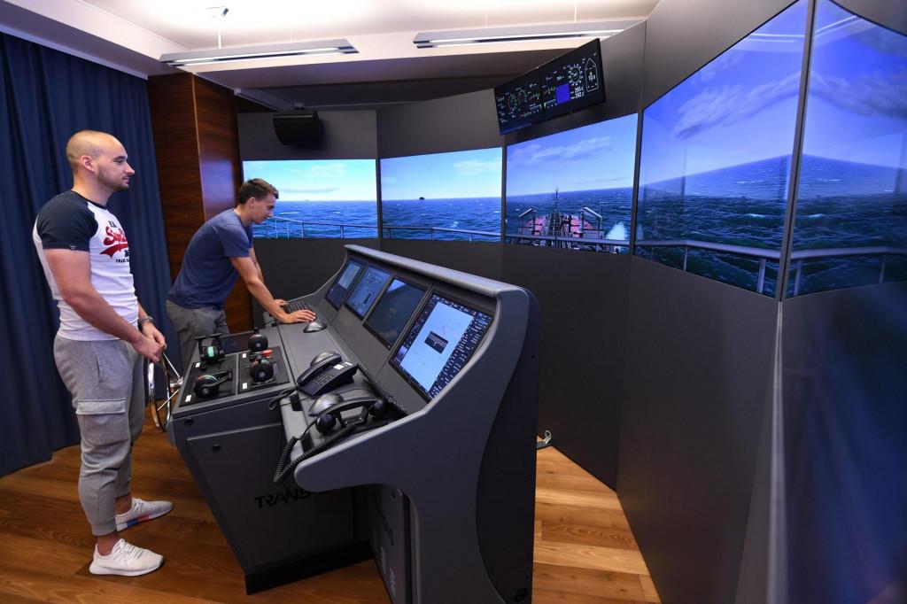 Simulator kapetanskog mosta - 'upravljanje tankerom kroz Gibraltar'