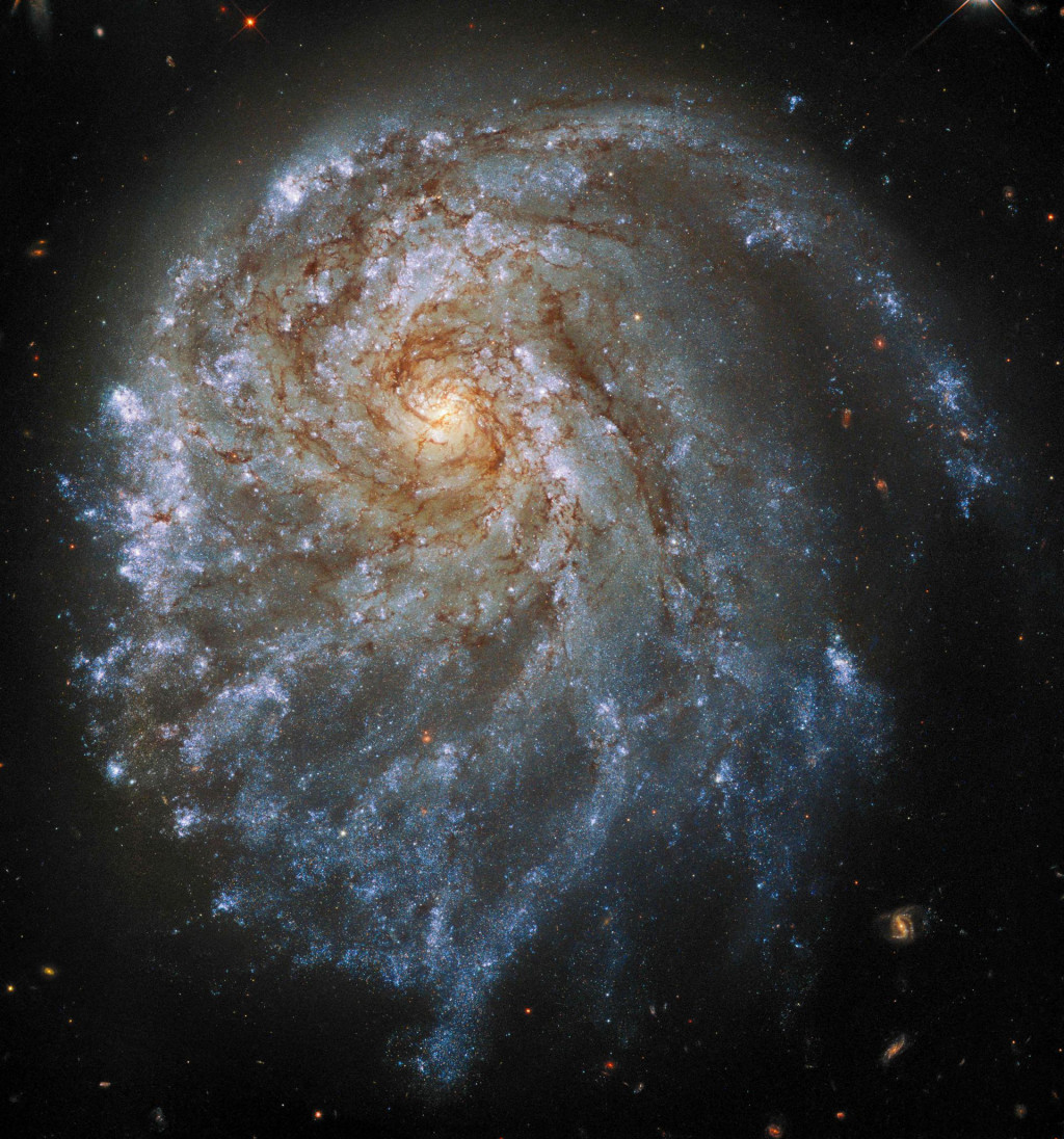 NASA-ina fotografija spiralne galaksije udaljene 120 milijuna svjetlosnih godina dostupna Europskoj svemirskoj agenciji<br /> <br />