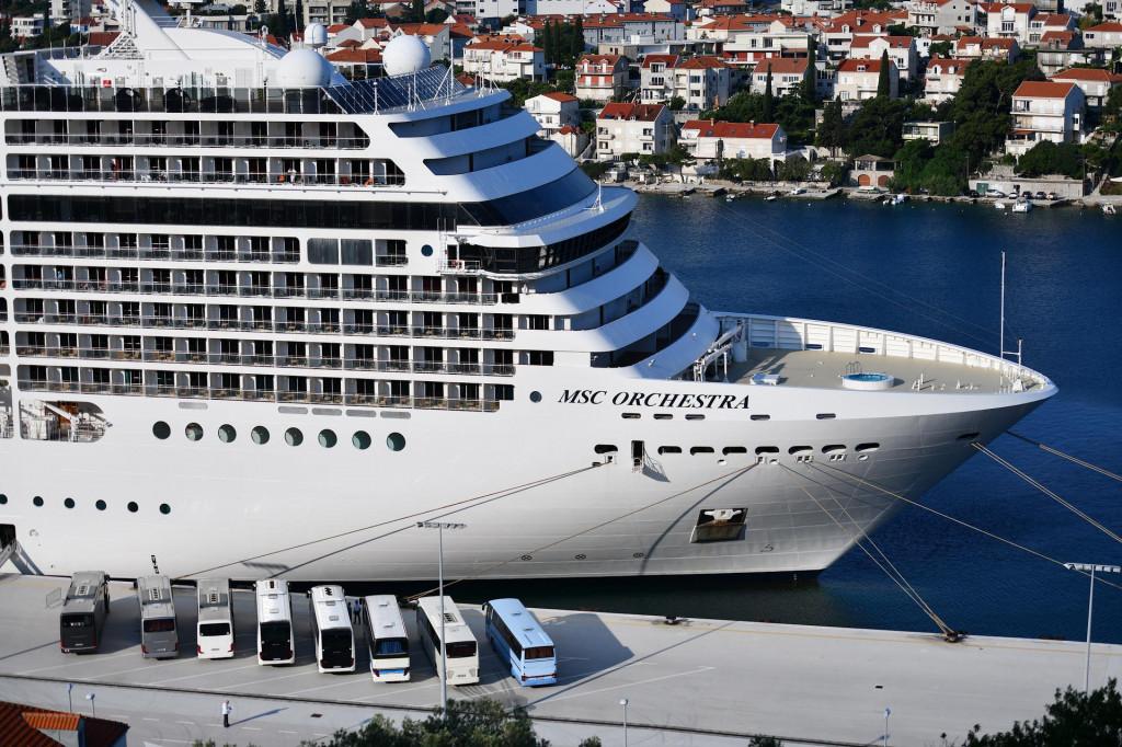 U grušku luku u petak ujutro uplovila je MSC Orchestra, Grad Dubrovnik spremno ju je dočekao