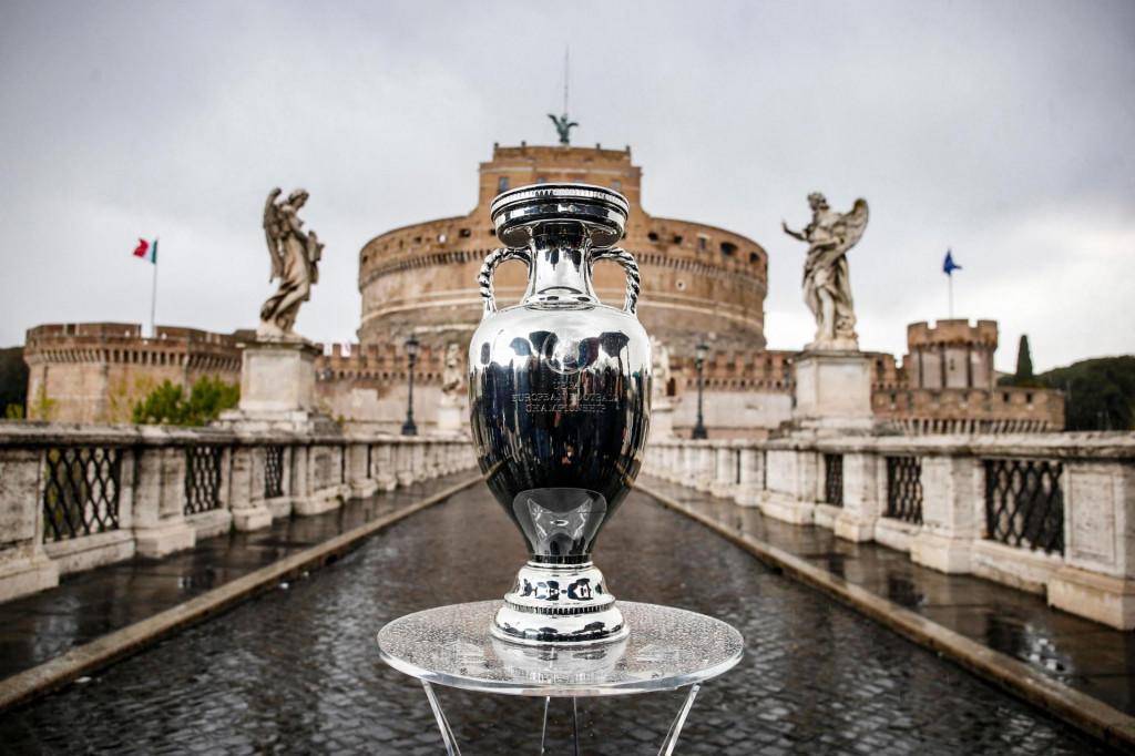Pehar europskog prvaka na rimskom mostu Sant'Angelo