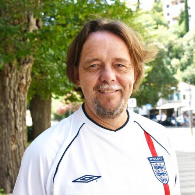 Kad igraju njegova rodna Engleska i suprugina Hrvatska, Mark Thomas je u delikatnoj situaciji