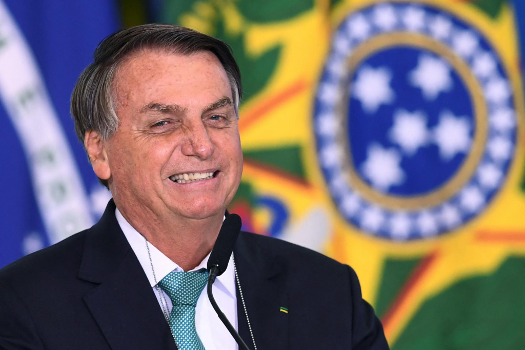 Brazilian President Jair Bolsonaro delivers a speech during the announcement of sponsorship of olympic sports team by the state bank Caixa Economica Federal at Planalto Palace on June 1, 2021. - Brazil's President Jair Bolsonaro said on Tuesday that, if it depends on his government, his country will host the 2021 Copa America, in a bid to reduce uncertainty over the hosting of the world's oldest national team tournament. (Photo by EVARISTO SA/AFP)