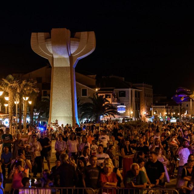 Vodice, 110621.<br /> Prva vecer 13. CMC festivala na rivi u Vodicama.<br /> Na fotografiji: atmosfera na rivi.<br />