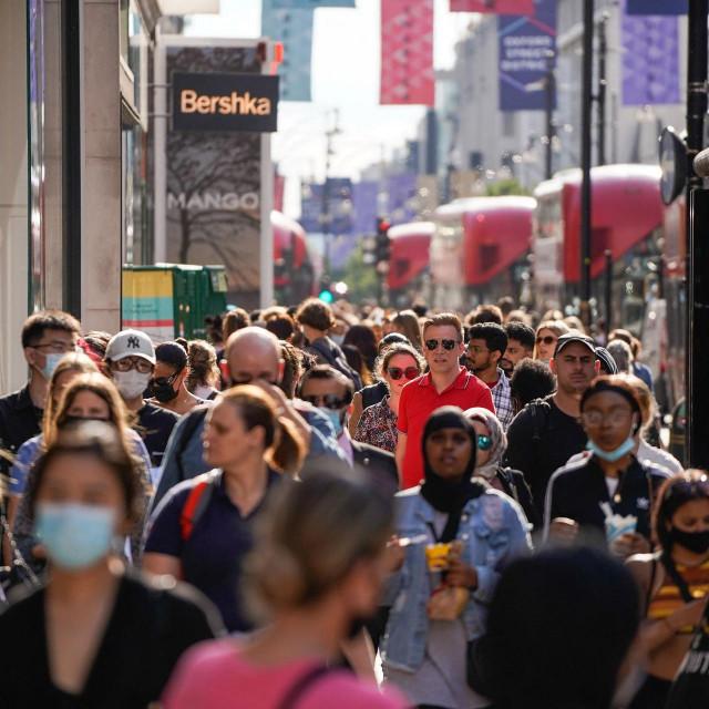"""Šetnje londonskim ulicama i dalje neće bit kao u """"staro normalno"""" vrijeme"""