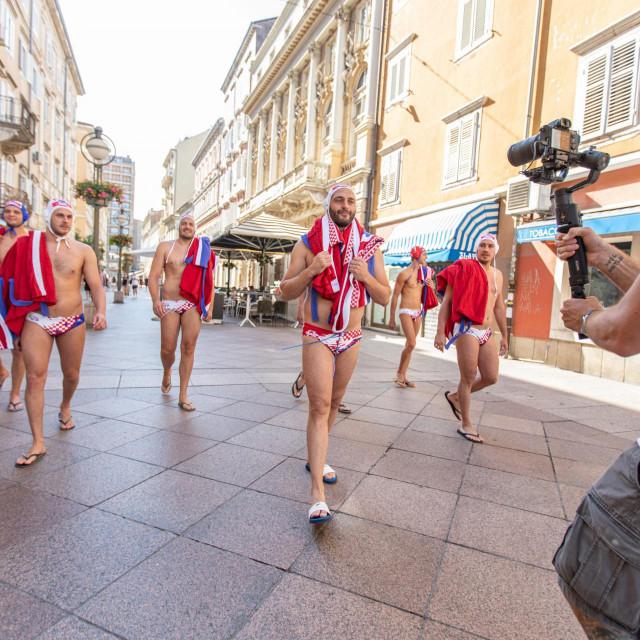 Hrvatski vaterpolski reprezentativci u 'akciji' na riječkom Korzu