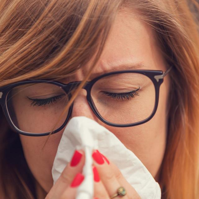 Ljudi će možda pomisliti da imaju neku vrstu sezonske prehlade i izlazit će u provod i na taj način širiti zarazu, kažu stručnjaci