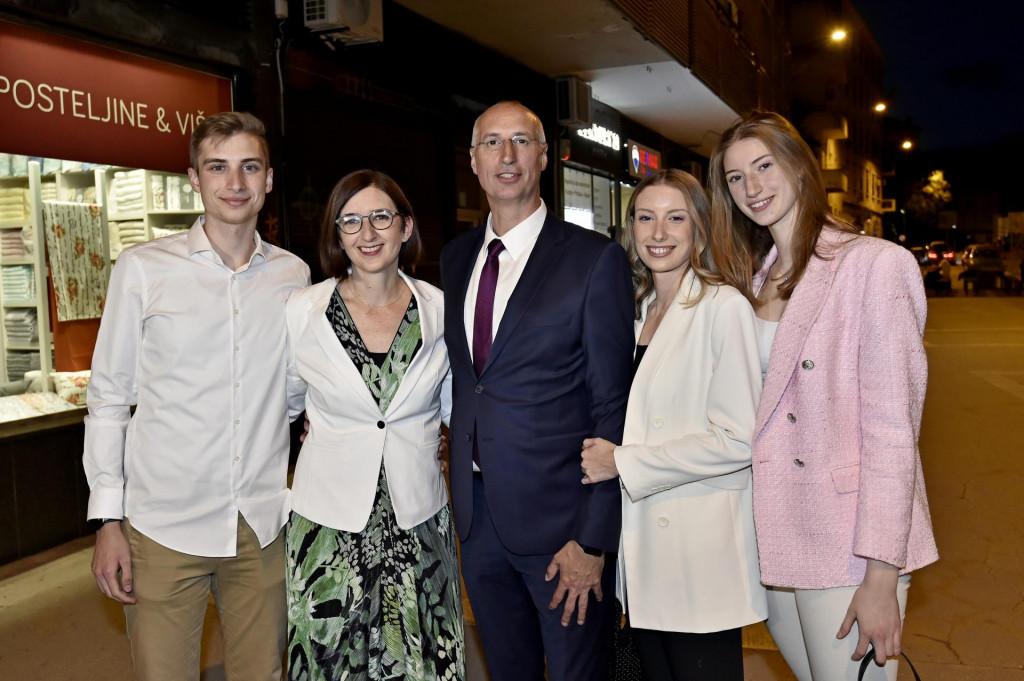 Na fotografiji: Toma, Marijana, Ivica, Ema i Iva Puljak<br /> <br /> <br />