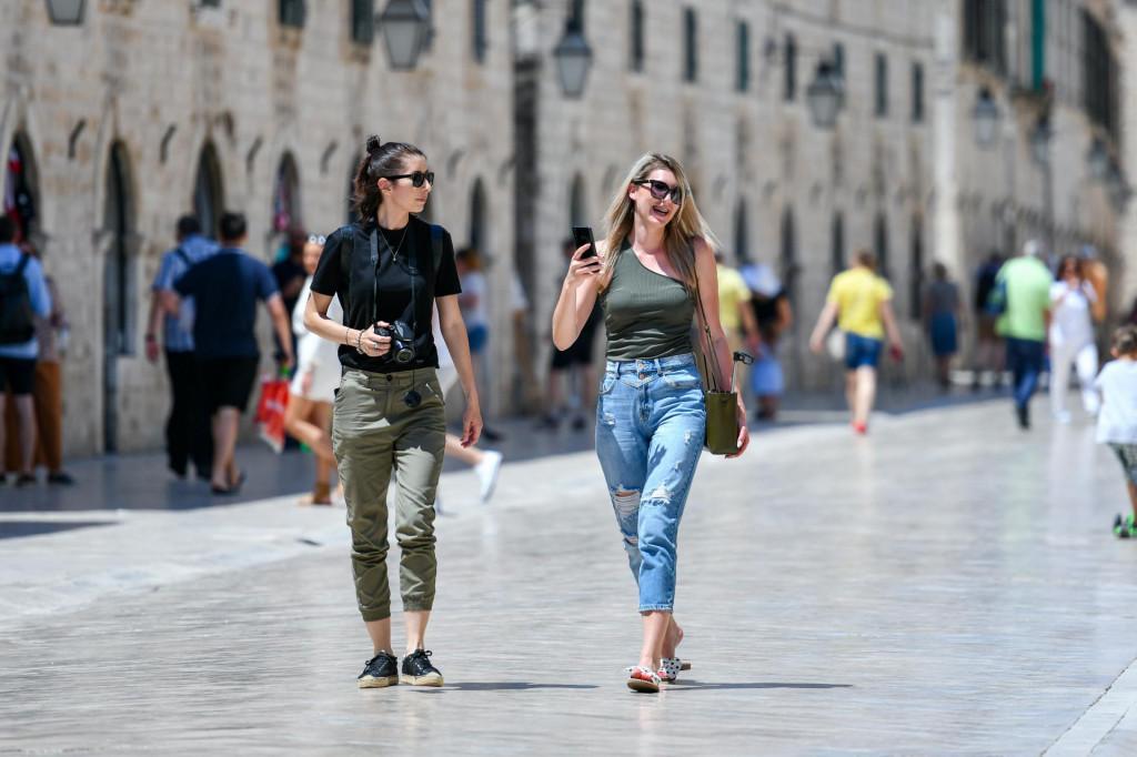 Grad je poluprazan, turisti mogu s mirom šetati i birati gdje će sjesti i blagovati