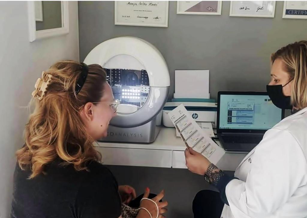 KD Analysis - uređaj za profesionalnu i dubinsku analizu kože lice