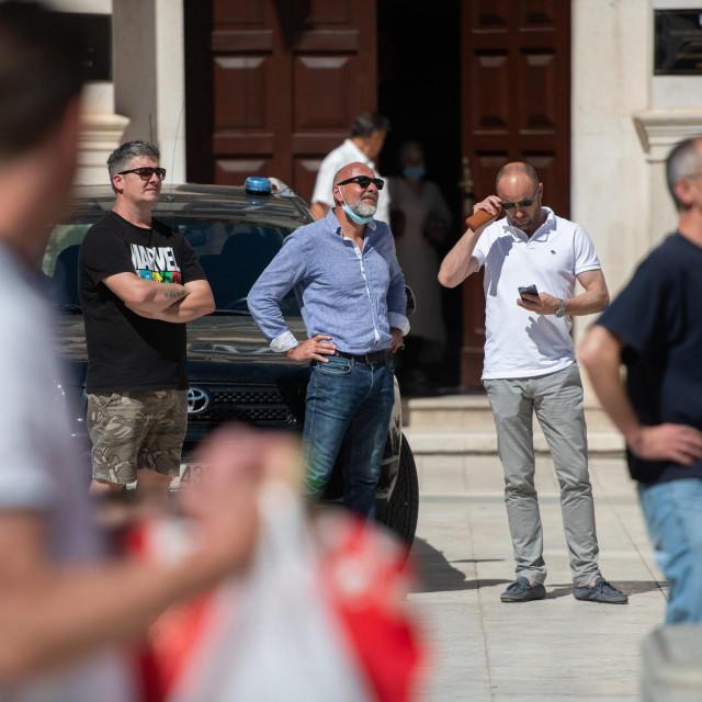 Pročelnik Tomislav Korona jučer je s Trga promatrao akciju gašenja požara