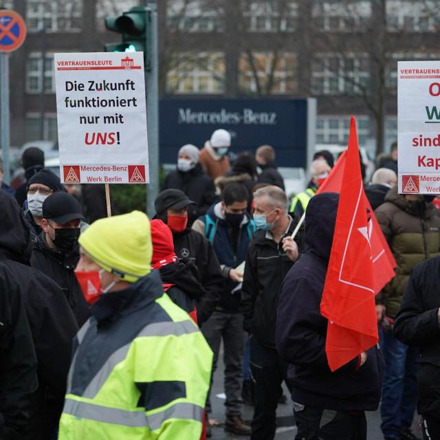 Prosinačke demonstracije radnika tvornice Mercedes-Benz zbog plana štednje i najave otpuštanja polovice zaposlenika<br /> <br /> <br />