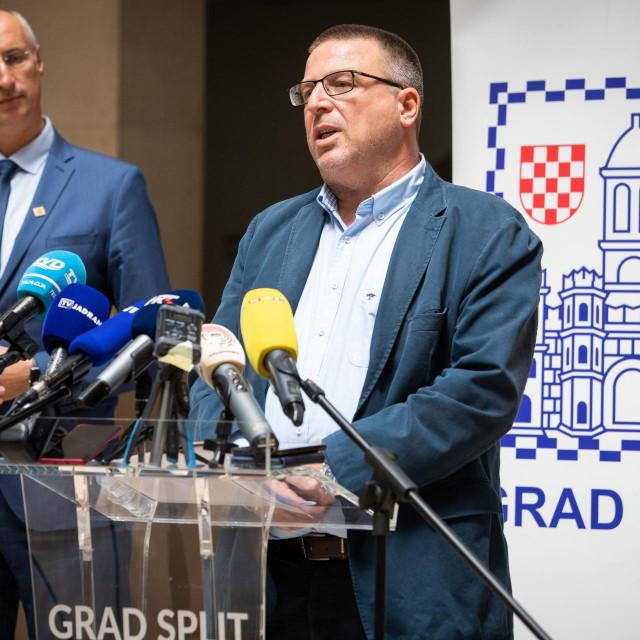 Ivica Puljak i Lukša Regjo na predstavljanju akcije u atriju Banovine<br /> <br />