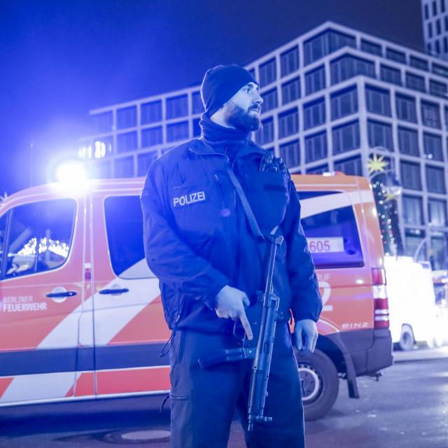 Policija na poprištu terorističkog napada u Berlinu 20. prosinca 2016. kad je Tunižanin Anis Amri ubio 12 ljudi