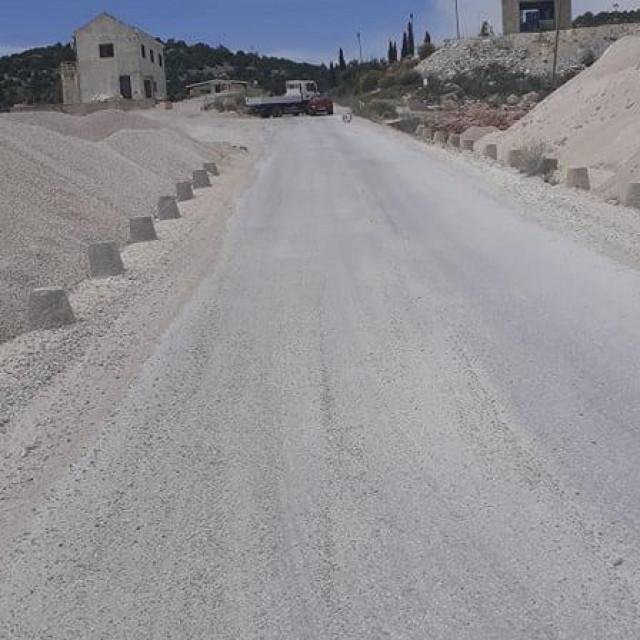 Cesta kroz kamenolom Mironja u Dubrovačkom primorju