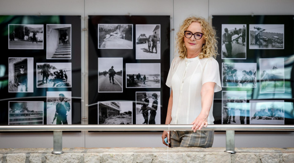 Sibenik, 150621.<br /> U gradskoj knjiznici otvorena je izlozba fotografija Rujanski rat 1991. novinarke i ratne izvjestiteljice Marine Jurkovic.<br />