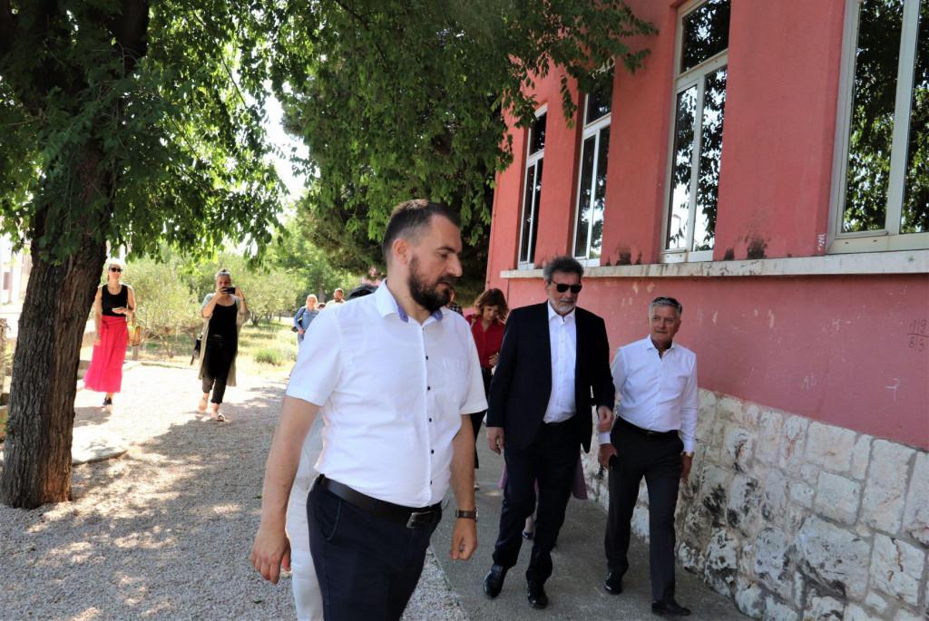 Ministar Fuchs najavio gradnju nove školske zgrade u Vrpolju