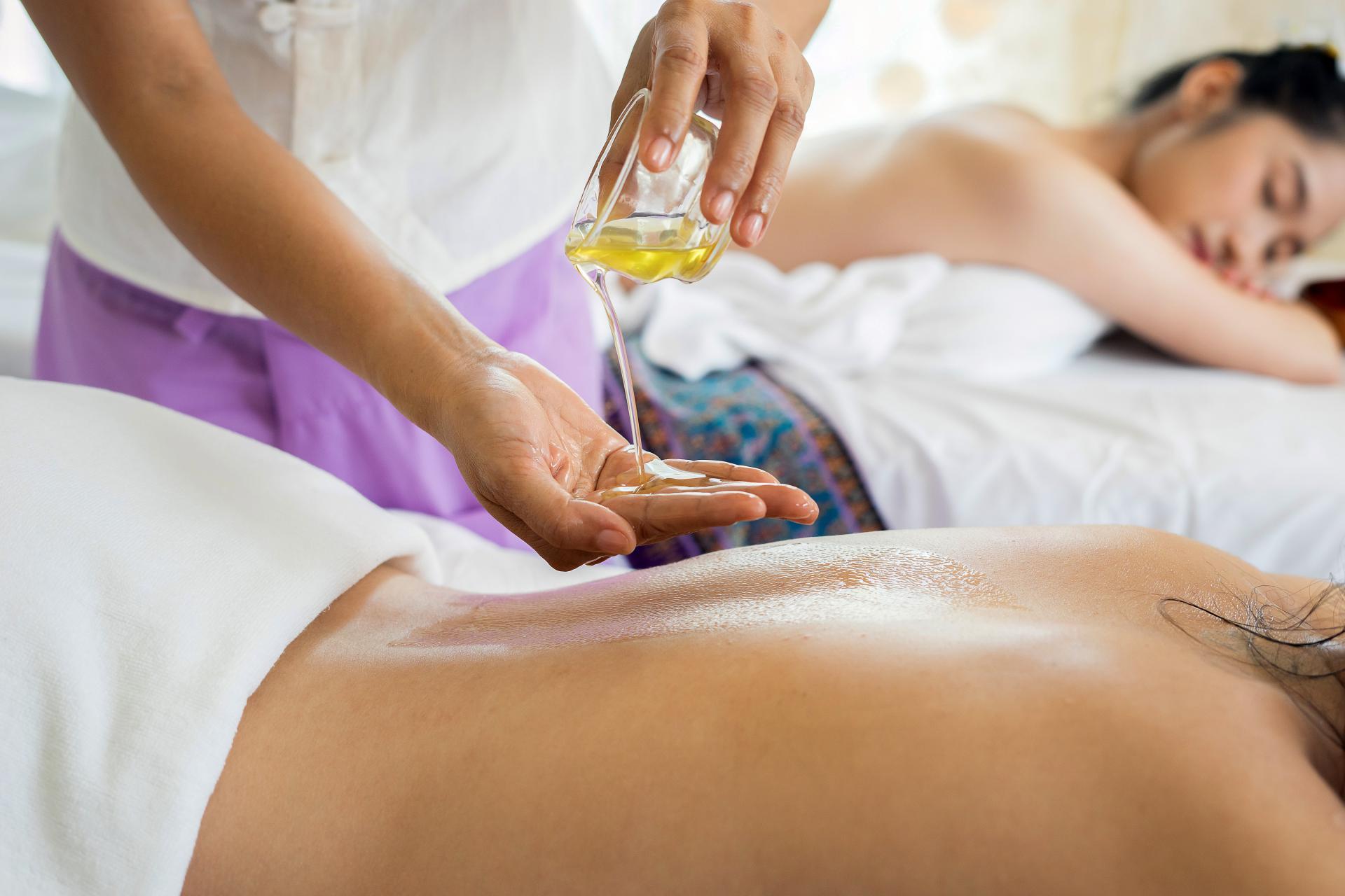 Split tajlandska masaža Body language