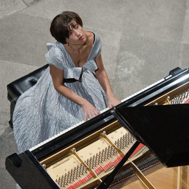 Pijanistica Naira Asatryan s DSO-om i dirigentom Ivanom Hutom