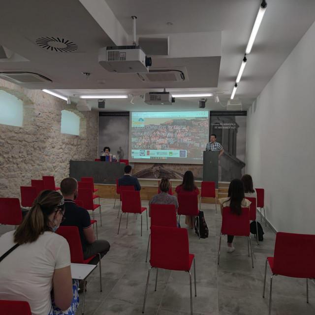 """Digitalna platforma AGRIENT predstavljena je u dvorani Interpretacijskog centra """"Civitas sacra"""" u Sibeniku"""