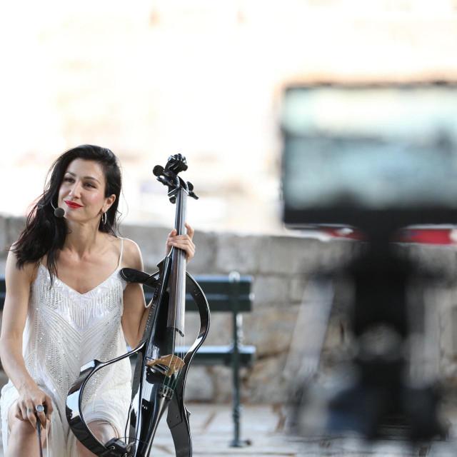 Ana Rucner s bubnjarem Markom Duvnjakom održala je probu na Trgu oružja
