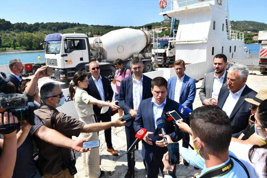 Ministar Oleg Butković je obišao radove izgradnje lučke infrastrukture u Donjem Čelu na Koločepu