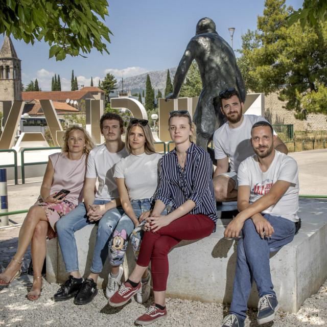 Studenti Josip Goreta,Tea Topić, Petra Salopek i Mihael Matijašević s mentoricom Ivanom Bilić i Dujom Čopom