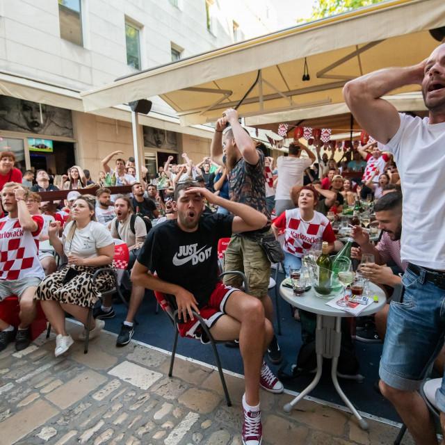 Zadar, 180621<br /> Zadrani su veceras utakmicu izmedju Hrvatske i Ceske na Europskom prvenstvu u velikom broju pratili na terasama kafica na Poluotoku.<br />
