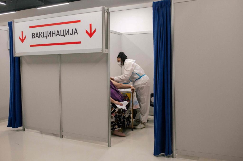 Broj zaraženih opada i u zemljama koje imaju nekoliko puta manji obuhvat cijepljenja od Srbije<br />