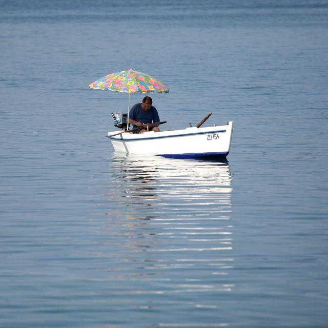 Ribarski san, batelina sa suncobranom