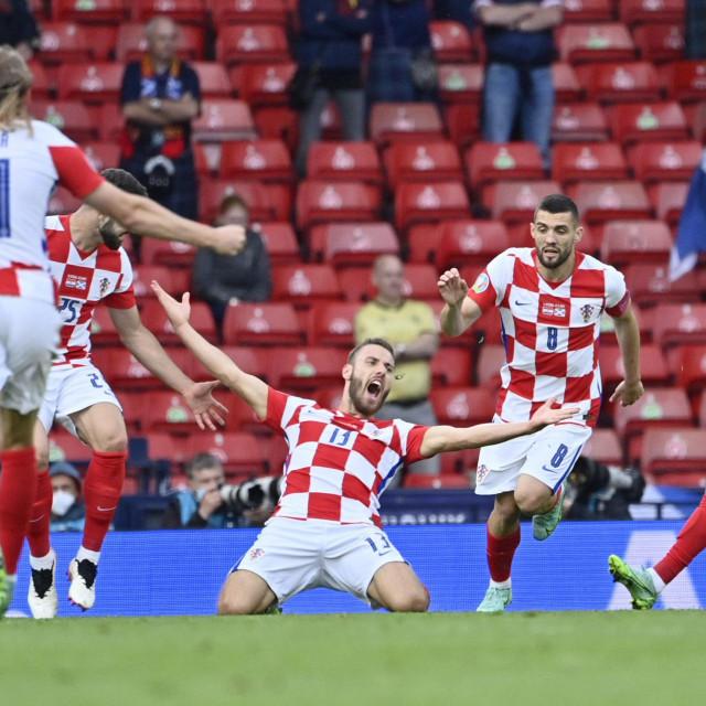 Nikola Vlašić slavi pogodak protiv Škotske. Hrvatska je povela u 17. minuti s 1:0