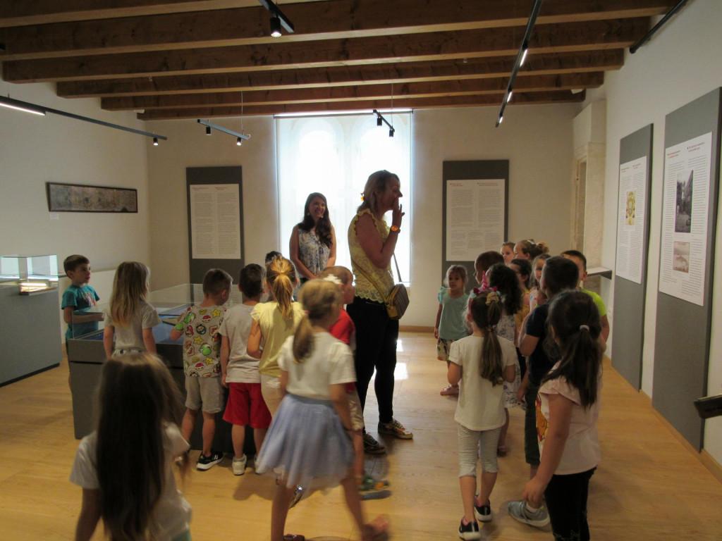 Djeca iz Dječjeg vrtića Korčula oduševljena obnovljenim Gradskim muzejem u Korčuli