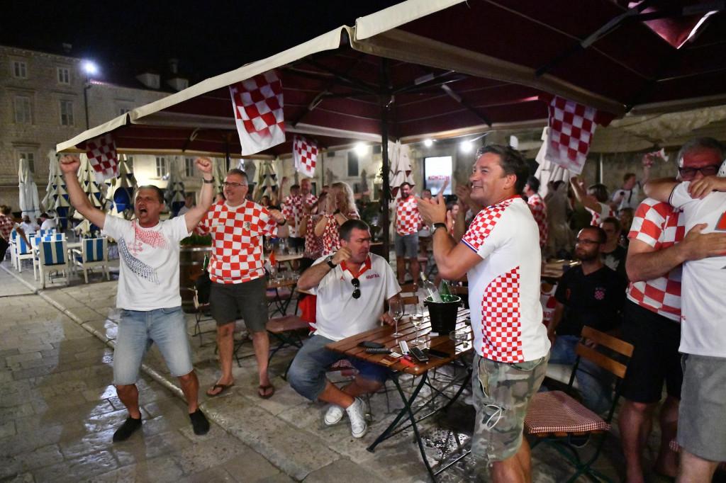Dubrovnik je bodrio nogometaše u utakmici protiv Škotske