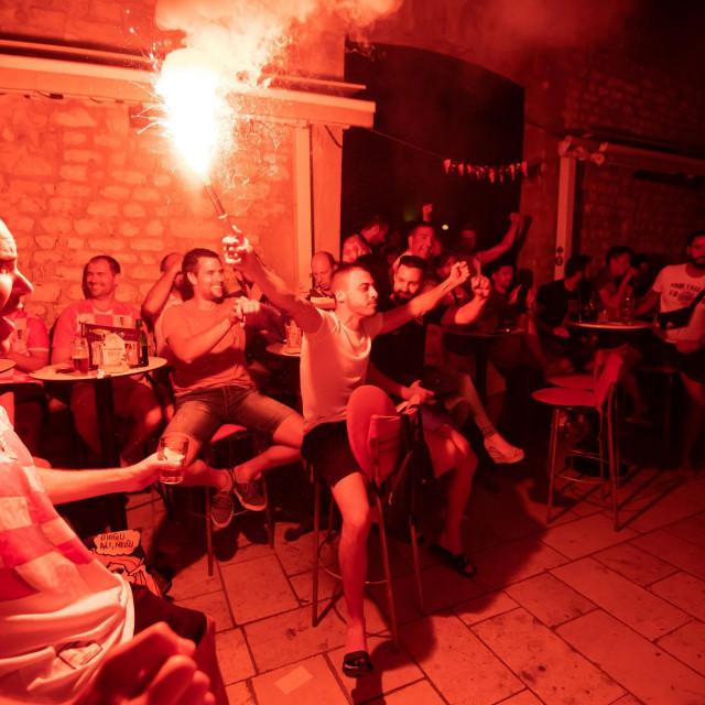 Zadrani su veceras utakmicu izmedju Hrvatske i Skotske na Europskom prvenstvu u velikom broju pratili na terasama kafica na Poluotoku.<br />