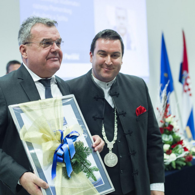 Direktor Plovputa Mate Perisic i dekan Pomorskog fakulteta Pero Vidan<br />