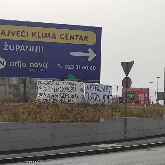 transparenti na ulazu u Luku Gaženica