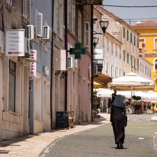 Na ulicama Sinja: nadisplayu ispred ljekarne - temperatura +45!<br /> <br />