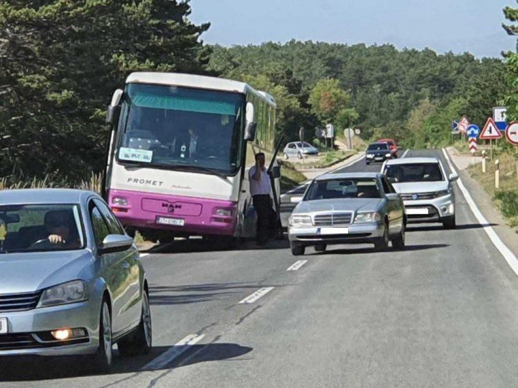 Autobusu je otpao kotač