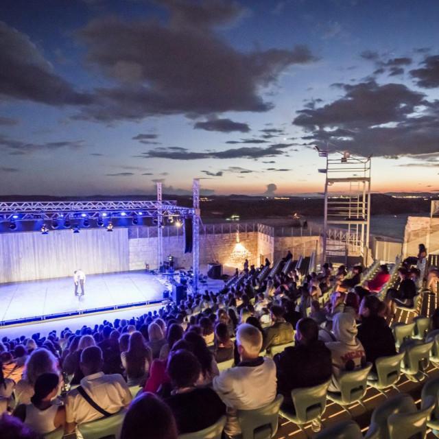 Atraktivan službeni program festivala posjetitelje očekuje u Tvrđavi sv. Mihovila i Tvrđavi Barone, a suvremeni će ples prvi put ispuniti i Kuću umjetnosti Arsen