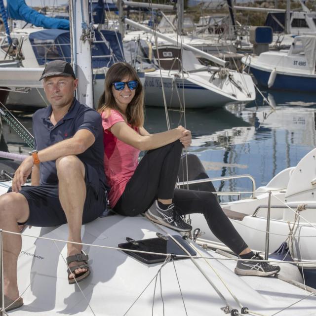 'Ricet je zajednička ljubav prema jedrenju, a osvojila me na način na koji se osvajaju mornari, u baru!' – kroz široki osmijeh nas upoznaje Vicko