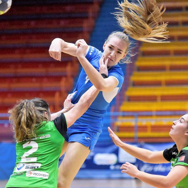 Kristina Prkačin u dresu Lokomotive protiv portugalskog Ada CJB u Challenge cupu
