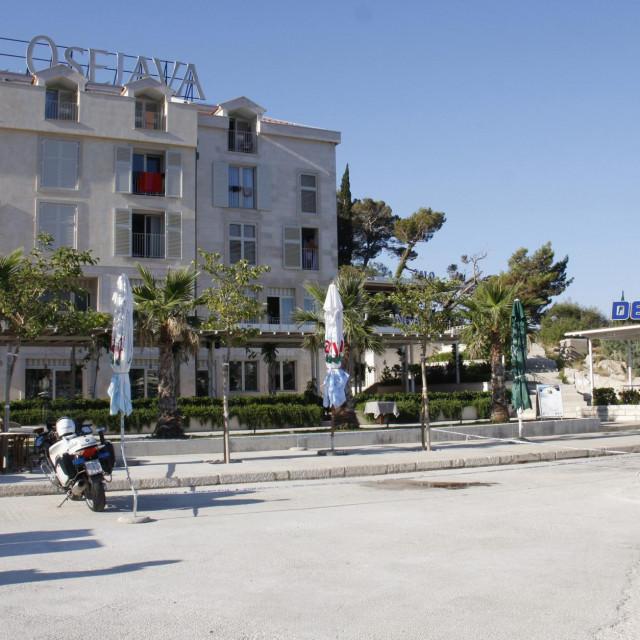 "Plato ispred hotela ""Osejava"""