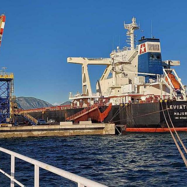 U pločansku luku uplovio Leviathan, najveći brod u njezinoj povijesti