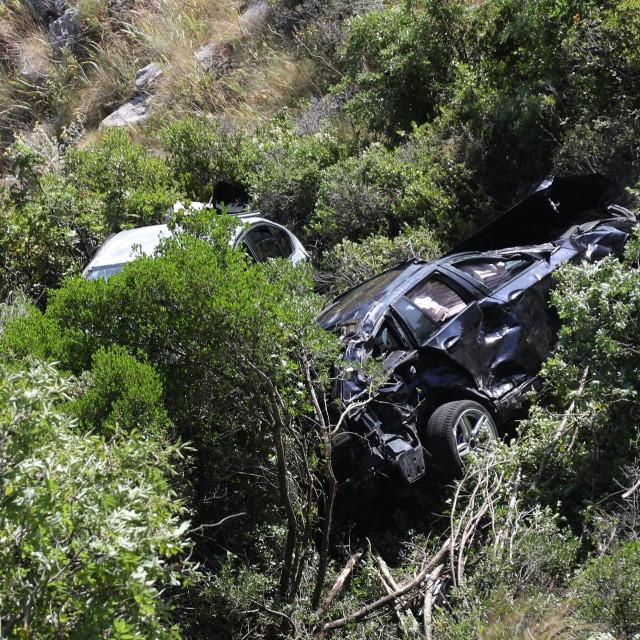 <br /> Dva automobila u provaliji nakon nesreće na magistralnoj cesti iznad Dubrovnika<br />