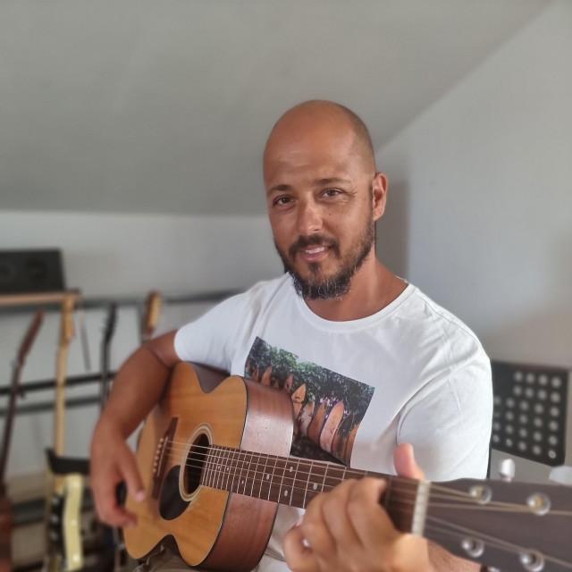 Korčulanin Bruno Filipović izdaje album ' O čemu sanjaš'