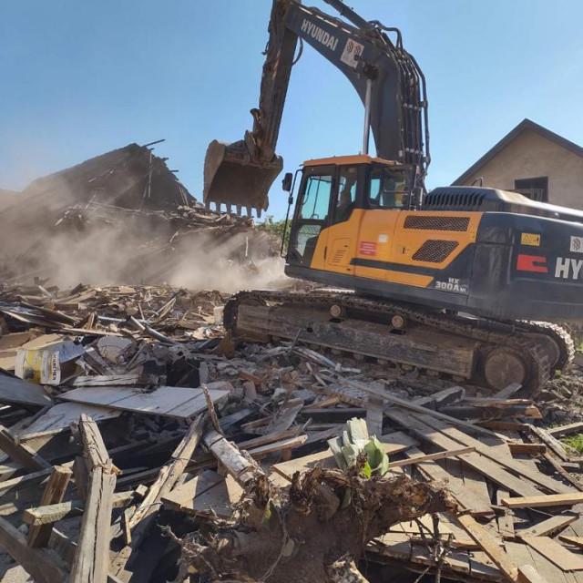 Rušenje kuće obitelji Knezić u Petrinji