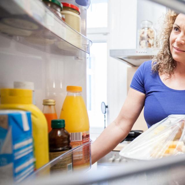 Na donju policu obavezno stavite sirovo meso (piletina, riba, mljeveno meso,janjetina...)